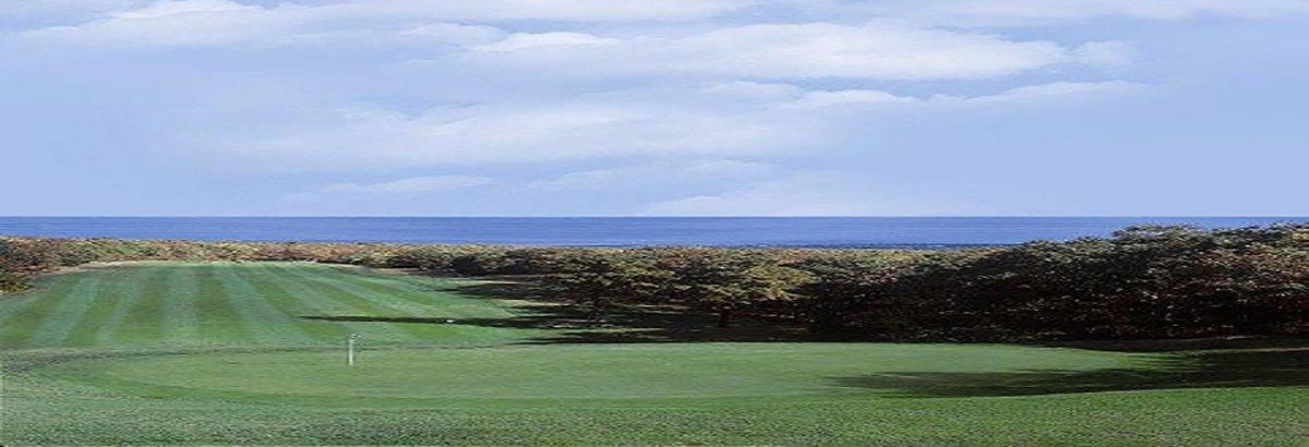 Sandwich Hollows Golf Club has fairways that overlook the Atlantic ocean.